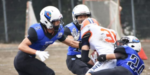 キックカバーチームのタックル24山本雄大2向井18川嶋